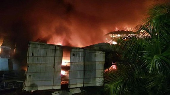 The fire at the warehouse of Rang Dong Light Source and Vacuum Flask Jsc (Photo: SGGP)