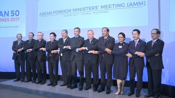 Deputy Prime Minister Pham Binh Minh attends the ASEAN Foreign Ministers' Meeting in Manila.