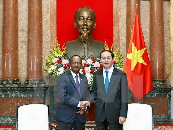 President Tran Dai Quang (R) and Madagascan Minister at the Presidency in charge of Agriculture and Livestock Rivo Rakotovao (Source: VNA)