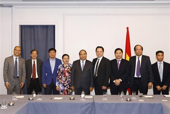Scene at the meeting between Prime Minister Nguyen Xuan Phuc and the Vietnamese permanent representative delegation to the UN and Vietnamese businesses in the US (Photo: VNA)