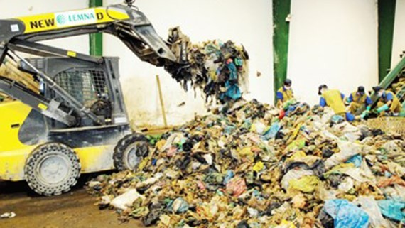 HCMC treats over 255,000 tons of domestic waste and 8,507 tons of trash every day (Photo:SGGP)