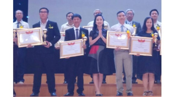 Outstanding Vietnamese Intellectual Award aims to encourage and honor young outstanding intellectuals across the country for their socio- economic achievements.