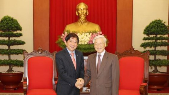 General Secretary of the Central Committee of the Communist Party of Vietnam Nguyen Phu Trong (R) and Chairman of the People's Action Party Khaw Boon Wan (Photo: VNA)