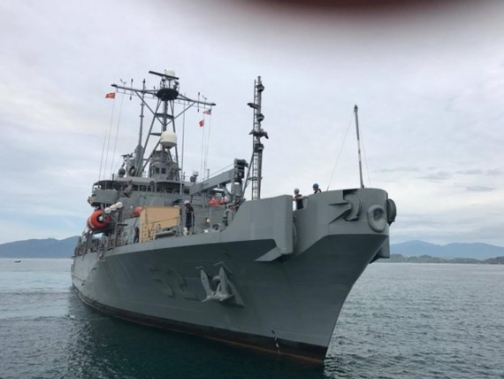 Safeguard-class salvage ship docks at Cam Ranh International Port