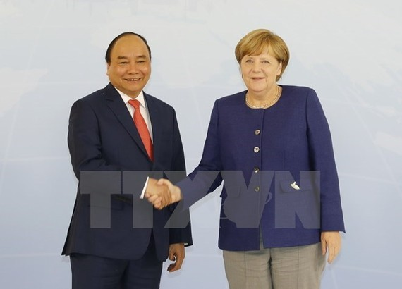 Prime Minister Nguyen Xuan Phuc and German Chancellor Angela Merkel. The two leaders agree to maintain delegation exchanges and meetings to realise the strategic action plan practically (Photo: VNA)