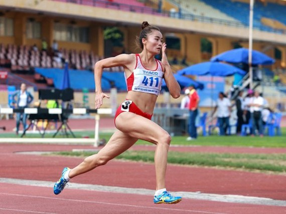 Quach Thi Lan wins one silver medal in the women's 400 meters