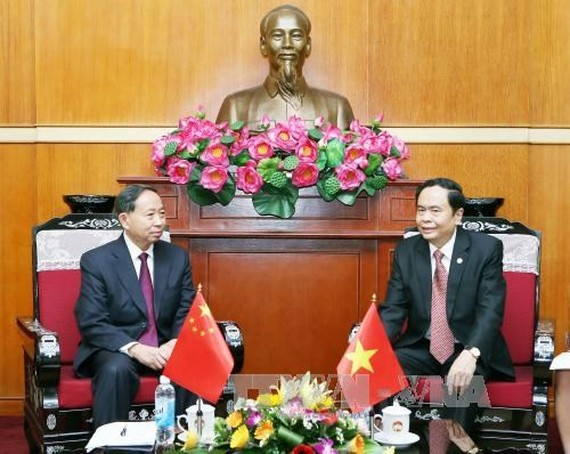 President of the VFF Central Committee Tran Thanh Man (R) receives Yuan Guiren, Vice Chairman of the International Affairs Committee of the Chinese People's Political Consultative Conference. (Source: VNA)