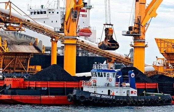 Coal is prepared for shipment at a port in Indonesia. (Photo: thejakartapost.com)