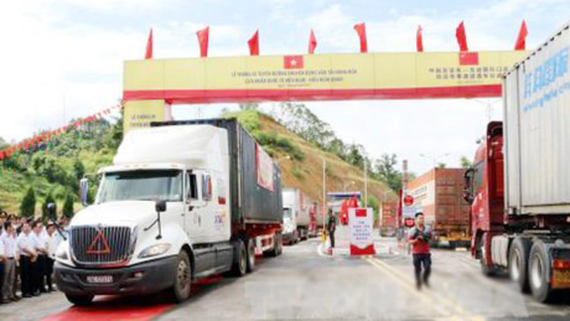 Freight road at Vietnam- China Border Gate opens to traffic