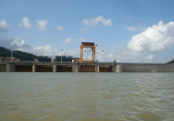 Binh Dien Hydroelectric Reservoir discharges water due to heavy rainfall.