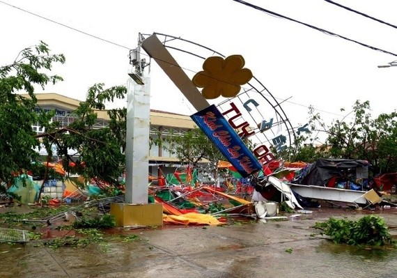 Storm Damrey hits Khanh Hoa, leaving messes (Source: VNA)