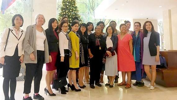 The US social activists pose with female journalists of Saigon Giai Phong  Newspaper