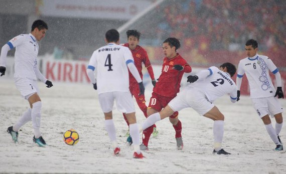 The Vietnamese football players compete the final of the Under-23 Asian Cup championship under snowy pitch(Photo:vtv)