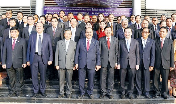 Prime Minister Nguyen Xuan Phuc and Lao Prime Minister Thongloun Sisoulith attend in inauguration ceremony of the scientific and technological human resources training center (Photo:VNA)