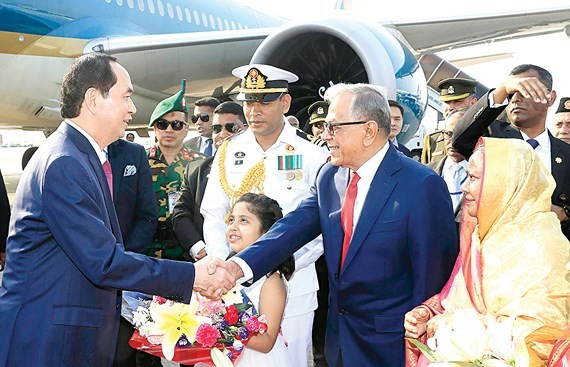 The high- ranking delegation of Vietnam visits Bangladesh (Photo:VNA)
