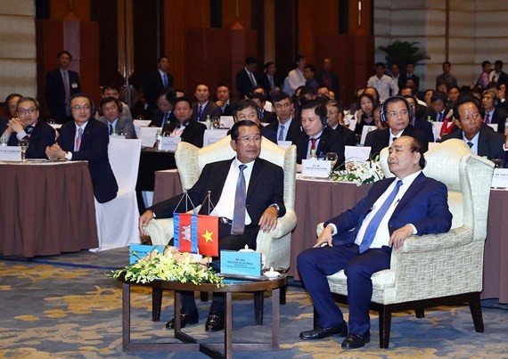 The Cambodian and Vietnamese prime ministers seat in Vietnam- Cambodia Business Forum