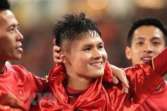 Midfielder Nguyen Quang Hai (middle) (Source: VNA)