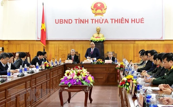 Prime Minister Nguyen Xuan Phuc speaks at a meeting with leaders of Thua Thien-Hue province on January 6. (Photo: VNA)