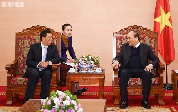 Vietnamese Prime Minister Nguyen Xuan Phuc and Governor of the Bank of the Lao People's Democratic Republic Sonexay Sitphayxay (Photo:VGP)