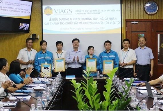 VIAGS celebrates a ceremony to reward the officials and employees returning properties to passengers