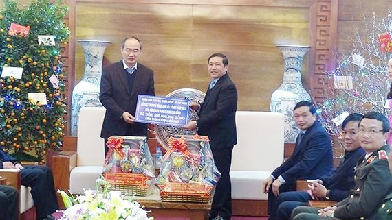 Secretary of the Communist Party Committee in Ho Chi Minh City Nguyen Thien Nhan visits Cao Bang on the upcoming Lunar New Year.