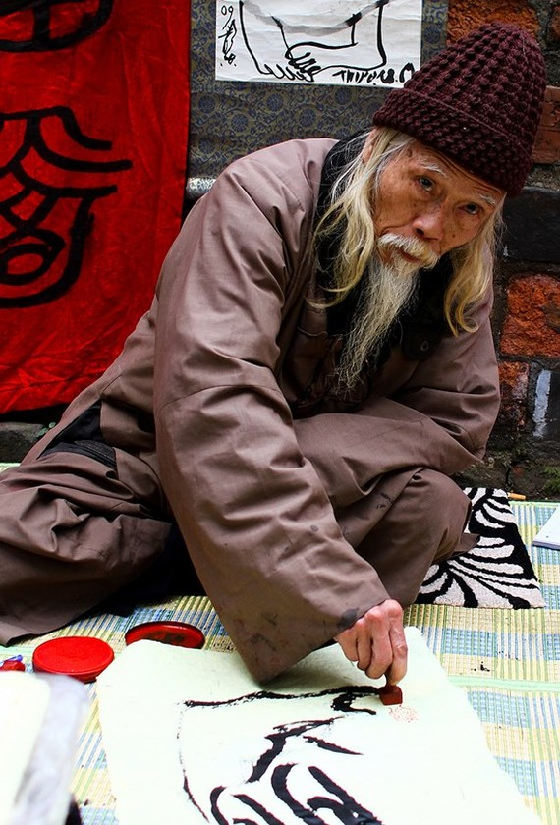 Master Calligrapher Cung Khac Luoc