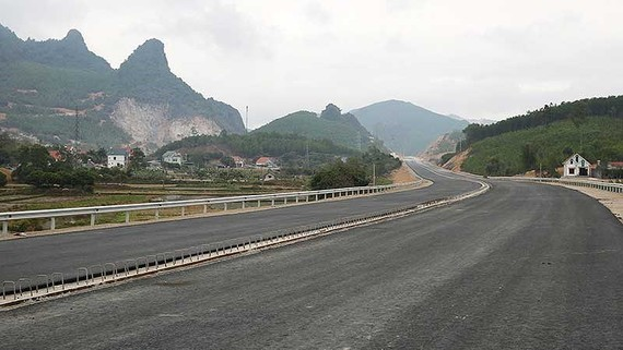 The Ha Long - Van Don expressway is officially opened to traffic