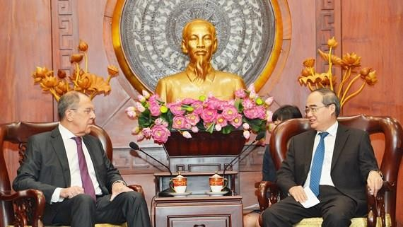 Secretary of the Ho Chi Minh City Party Committee Nguyen Thien Nhan and Minister of Foreign Affairs of the Russian Federation Sergey Lavrov