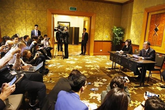 The press conference of DPRK Foreign Minister Ri Yong Ho in Hanoi on February 28 night (Photo: VNA)