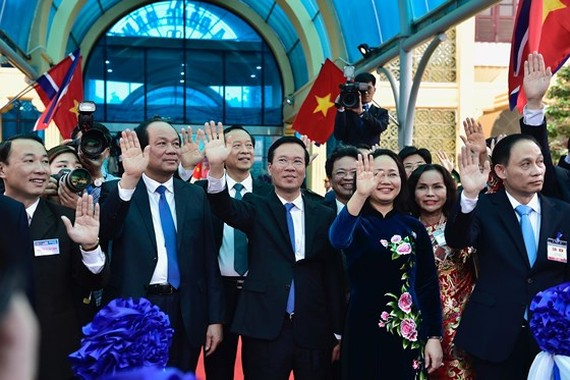 Senior leaders present in Dong Dang Railway Station to see off President Kim Jong- un