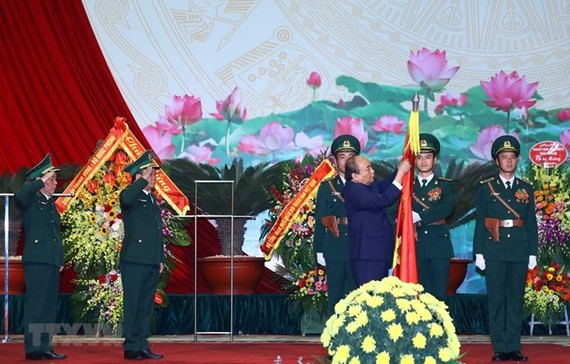 Prime Minister Nguyen Xuan Phuc presents first-class Feat of Arms Order to Border Guard Force (Source: VNA)