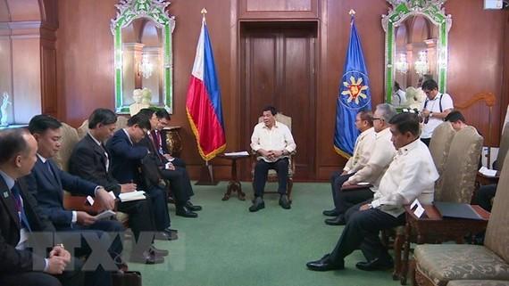 While in the Philippines, Deputy PM and FM Pham Binh Minh met with President Rodrigo Roa Duterte. (Photo: VNA)