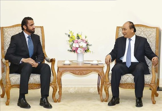 Vietnamese Prime Minister Nguyen Xuan Phuc and Chief Executive Officer and Executive Director of the Investment Corporation of Dubai Mohammed Ibrahim Al Shaibani
