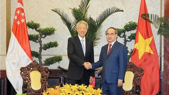 One hundred Vietnamese enterprises invest in Singapore
