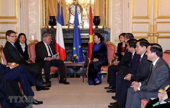 National Assembly Chairwoman Nguyen Thi Kim Ngan (R) and President of the Senate of France Gerand Larcher (Source: VNA)