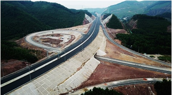 Van Don-Mong Cai Expressway is built at total cost of more than VND 11 trillion. Illustrative image (Source: baoquangninh.com.vn)