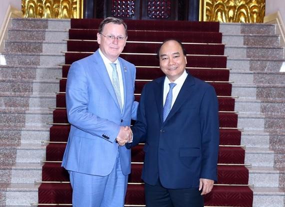 Prime Minister Nguyen Xuan Phuc and Minister-President of Thüringen Bodo Ramelow (Photo: VNA)