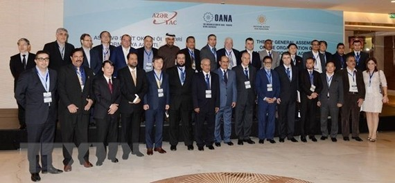 Leaders of OANA member news agencies took photo when attending 16th OANA General Assemby on November 18, 2016 in Baku (Source: VNA)
