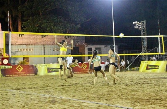 The AVC Women's Beach Volleyball Tour 2019 in Can Tho gathers 21 teams from 11 countries and territories (Photo: VNA)
