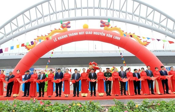 Inaugurate ceremony of bridge-over Nguyen Van Linh intersection project (Photo:VNA)