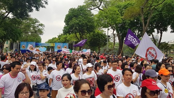 Thousands people walk for traffic safety