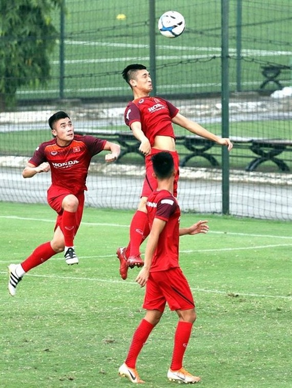 Vietnam's U23 players practise for a friendly match against Myanmar on June 7 in Phu Tho province's Viet Tri stadium. (Photo vietbao.vn)