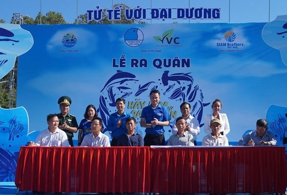 "A launching ceremony of the 2019 ""Let's clean up the sea"" campaign"