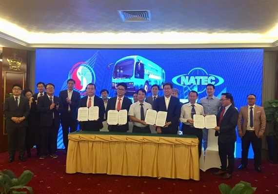 Agreements were signed between multiple parties in HCM City yesterday for setting up an electric bus rapid transit system (Photo: VNA)