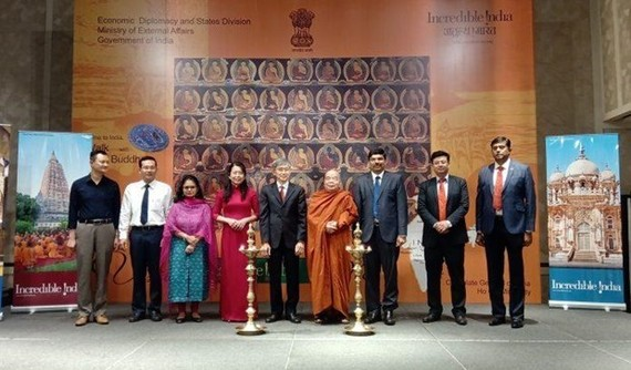 """Vietnamese and Indian delegates at the launch of """"Incredible India"""" programme (Photo: VNA)"""