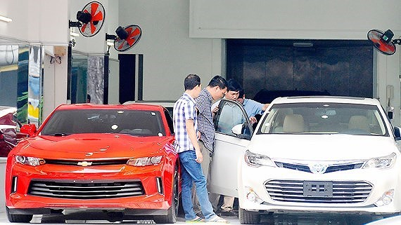 Ho Chi Minh City imports a large number of cars and motorbikes in the first six months of the year (Photo: Cao Thang)