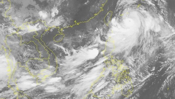 The northwestward- moving tropical depression in the East Sea