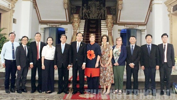 City leaders pose with delegation of UNICEF Representative (Photo:Thanhuytphcm)