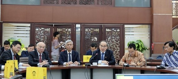 Secretary of Ho Chi Minh City Party Committee Nguyen Thien Nhan and senior leaders learn about high quality international training at the University of Indonesia. (Photo: KIEU PHONG)