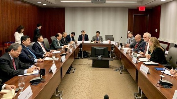 The Vietnamese delegation joins a working session with experts of the Centre for Strategic and International Studies (CSIS) (Photo: VNA)